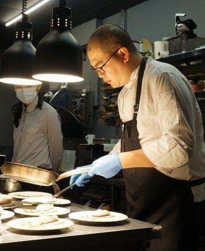 Icifa主廚鄭吉棠用市場買來的在地自然,轉換成餐桌上的風華美味。圖/于國華提供