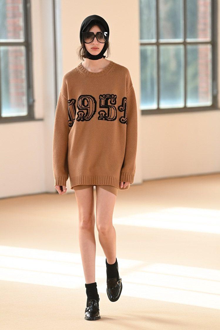 Max Mara在2021秋冬以1951年的品牌創立年份作為設計的一部分。圖/M...