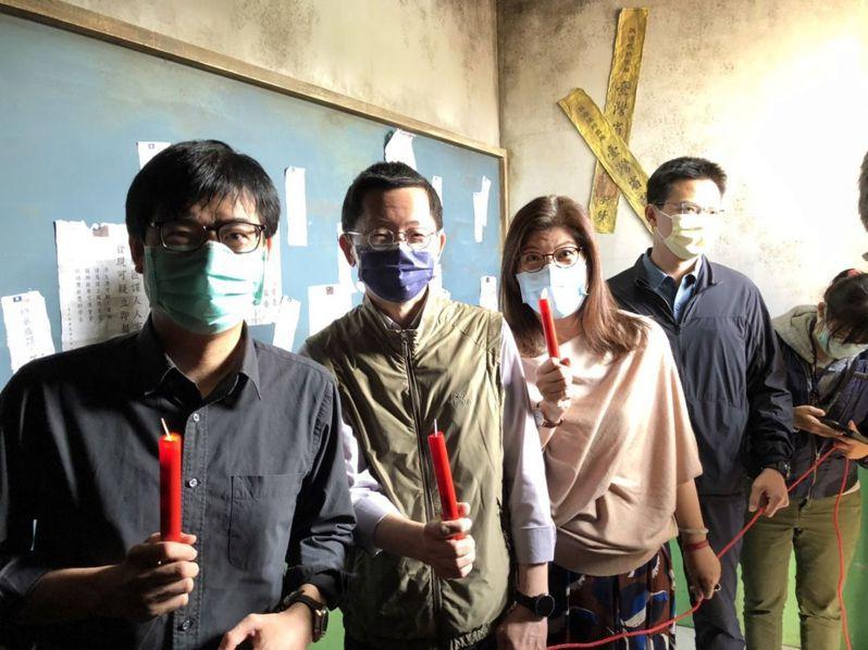 「返校」實境體驗展最終場在高雄駁二登場,市長陳其邁(左一)昨天前往體驗。記者王慧瑛/攝影