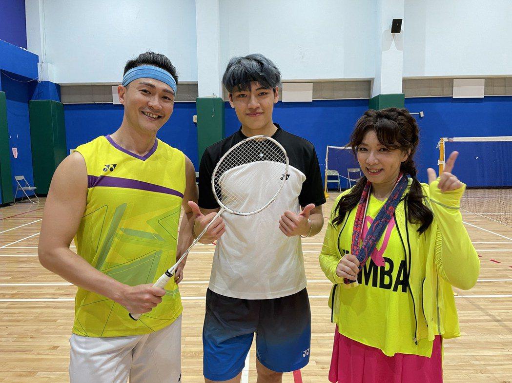 趙詠華(右)、林俊逸(左)特聘帥哥教練鍛鍊體能。圖/遠雄創藝事業股份有限公司提供