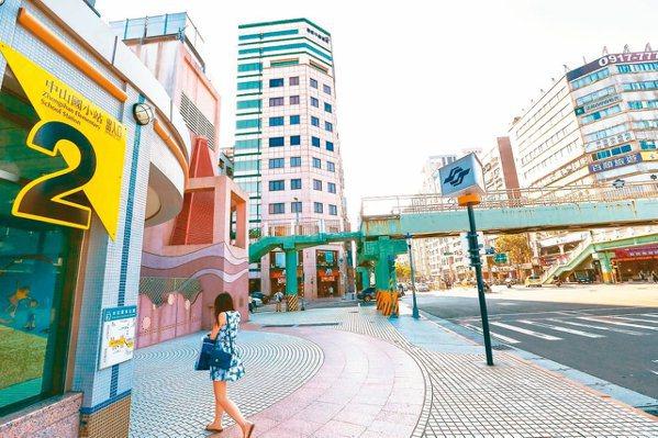 北市捷運中山國小站周邊房市機能完善,躍居熱銷榜首。本報資料照片