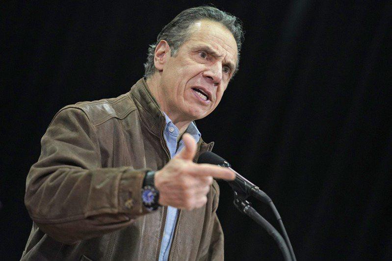 美国纽约州长古莫(图)涉嫌性骚扰两名前助理,他已经同意配合接受调查,但3月1日又有一名女性出面指控古莫行为不当,曾对她摸背又索吻。 美联社(photo:UDN)