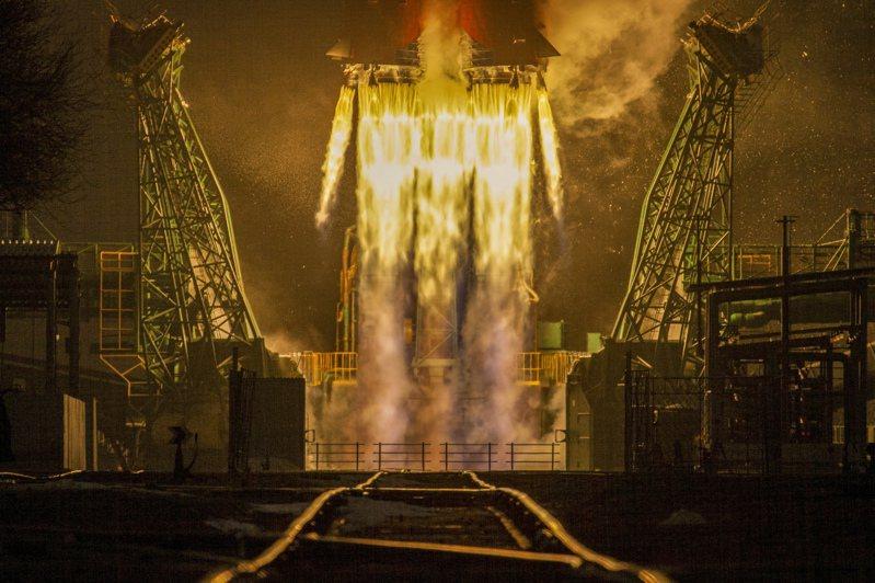 俄羅斯聯邦太空總署表示,一枚聯合號火箭28日在哈薩克貝康諾太空發射場(Baikonur Cosmodrome)升空。 歐新社