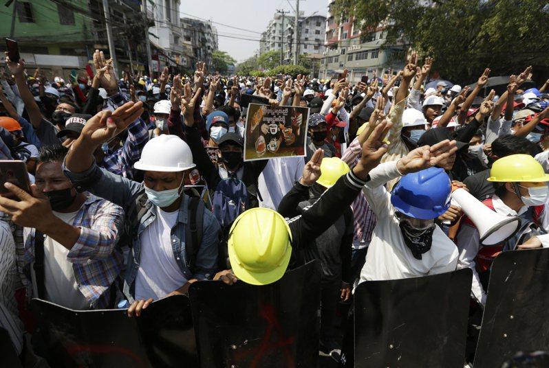 緬甸軍方本月初政變,民眾反政變示威不斷。 歐新社