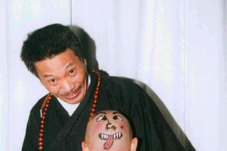 香港知名演員吳孟達(達叔)27日因肝癌病逝,享壽70歲。他演過無數經典影視作品,到晚年也還在拍電影,其實他曾在2018年提過想拍一部自傳「吳孟達」當主角,想不到現在已無法實現。吳孟達在周星馳的片中是...