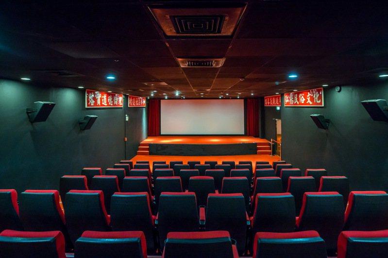 桃園光影電影館位於中壢區的馬祖新村內,1樓為靜態展及休憩區、2樓為75人座位放映廳。圖/取自桃園觀光導覽網
