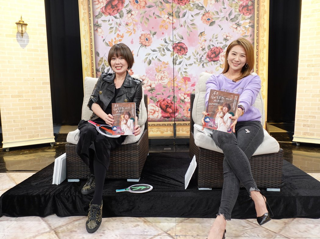 連靜雯(右)情義相挺,陪苗可麗一起上新書宣傳。圖/楠軒工作室提供