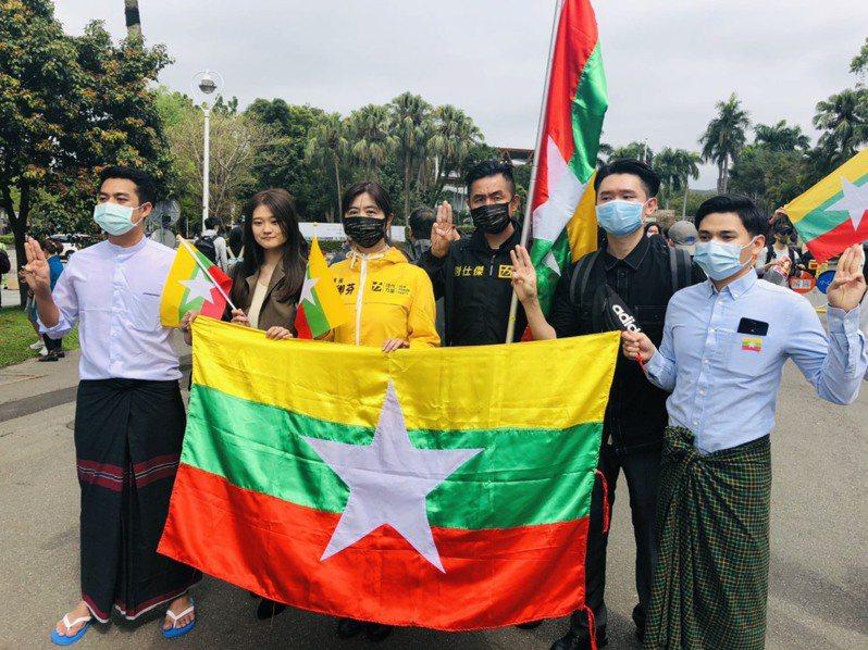 時代力量呼籲,台灣社會應該提高對緬甸情勢的關注,盼執政黨除了撤僑之外,能再次公開譴責緬甸軍政府政變暴行。圖/時代力量提供