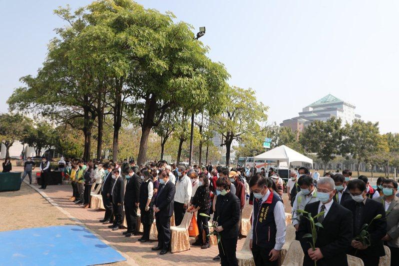 台南市政府上午在二二八紀念公園舉辦週年活動。圖/市政府提供