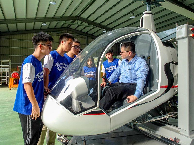 朝陽科技大學SVH-4直升機操作情形。圖/朝陽科技大學提供