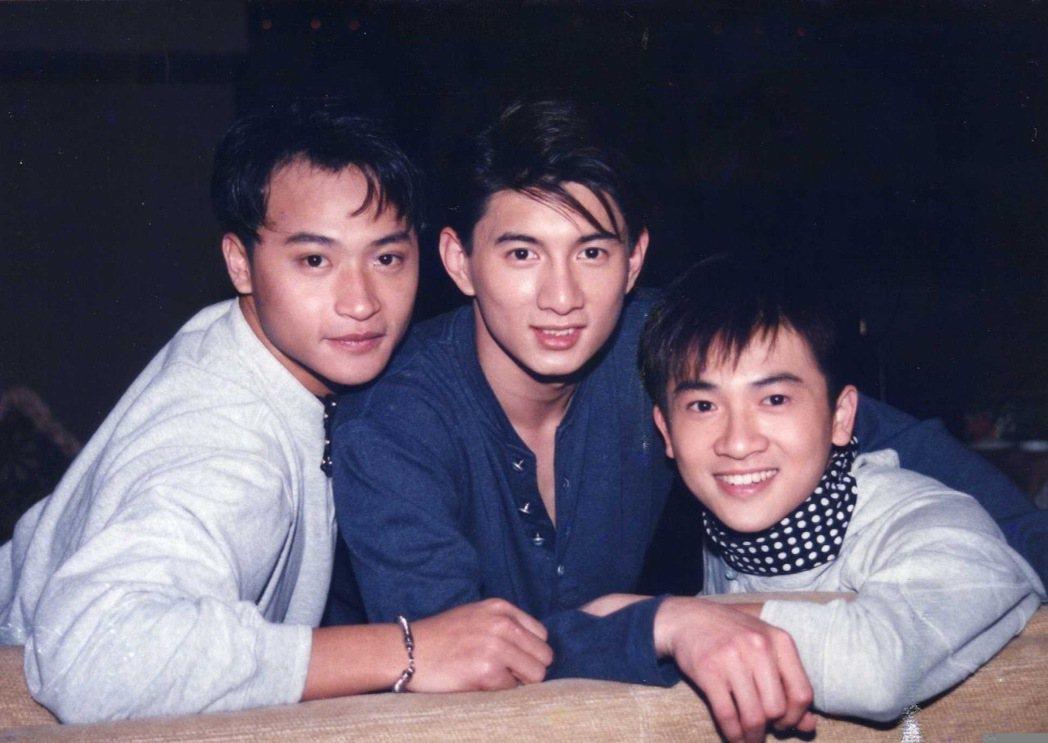 陳志朋(左起)、吳奇隆和蘇有朋當年是超紅男團「小虎隊」。圖/摘自微博