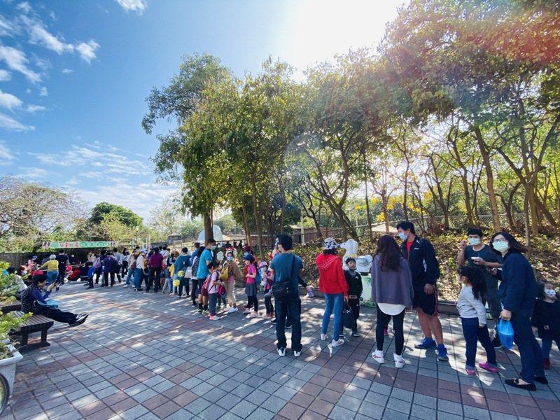 228連假期間,高雄市壽山動物園遊客數比去年同期增加近5成。圖/高雄市壽山動物園提供