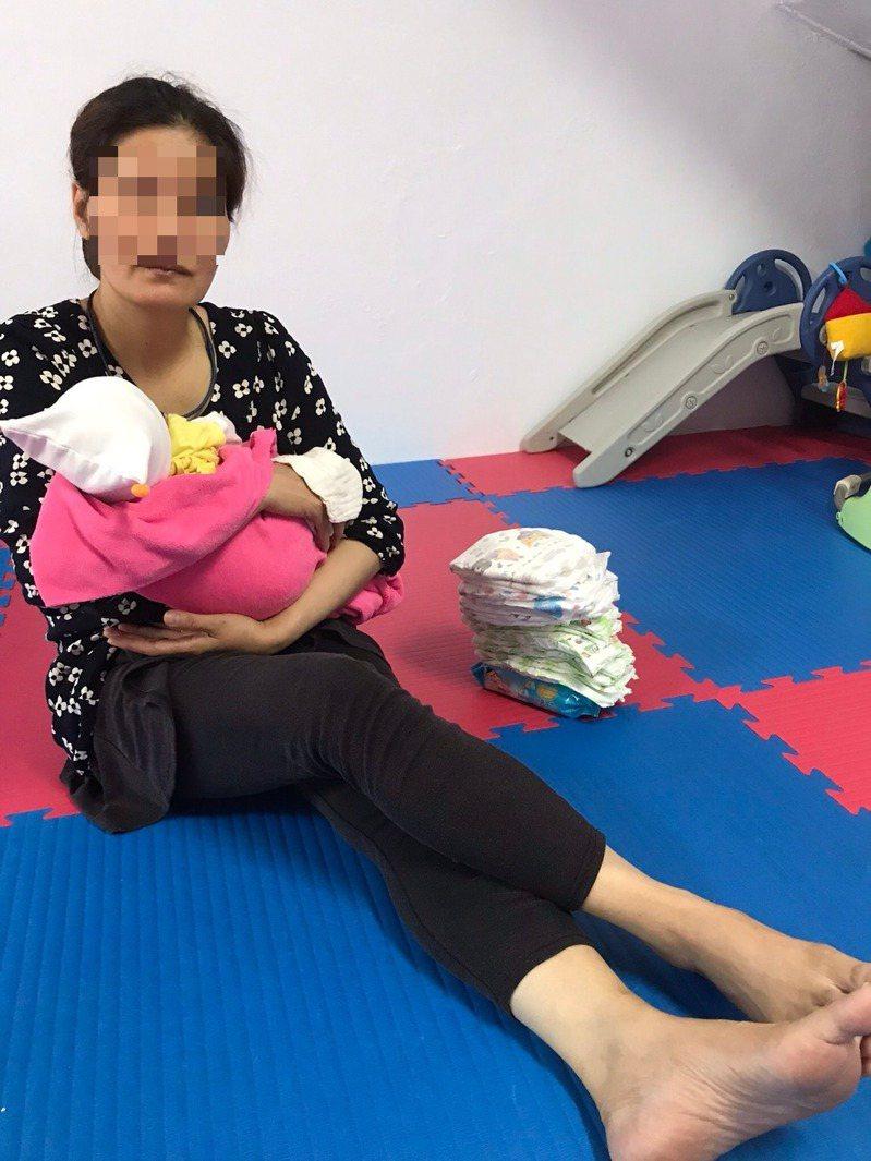 越南籍的阿利(化名),第一個雇主阿嬤過世後,仲介幫她安排到一個阿公家幫忙,之後阿公去療養院,且她的工作證時間到期,但她想繼續留在台灣,因此就偷跑去梨山打工務農。記者馮靖惠/攝影