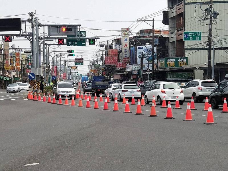 北上台1線與台17線下午2點到達2000輛,屏東警方開始實施北上調撥車道紓解。圖/民眾提供