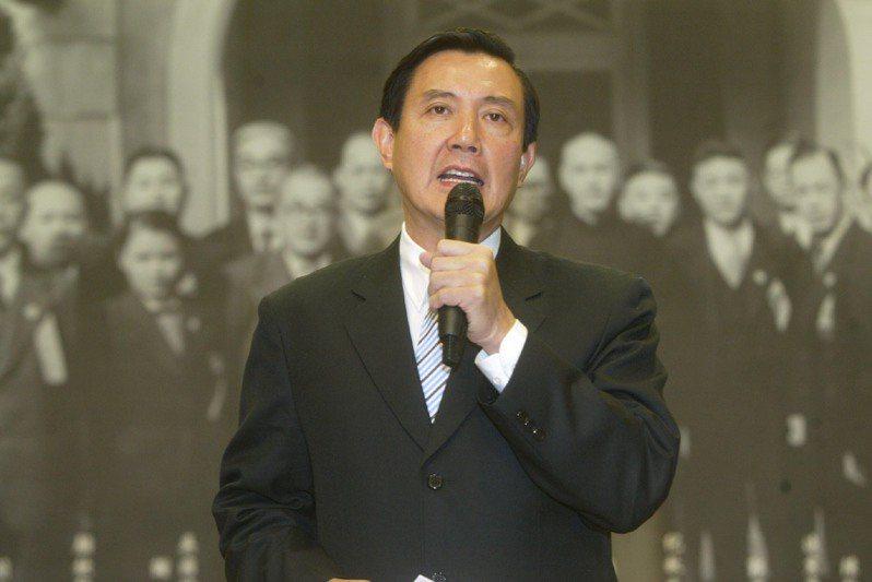 國民黨2005年12月舉行行憲五十八周年歷史文物展,黨主席馬英九表示制憲後台灣走過的黑暗面,包括二二八事件與白色恐怖,他願代表國民黨向人民道歉,絕不會迴避責任。圖/聯合報系資料照片