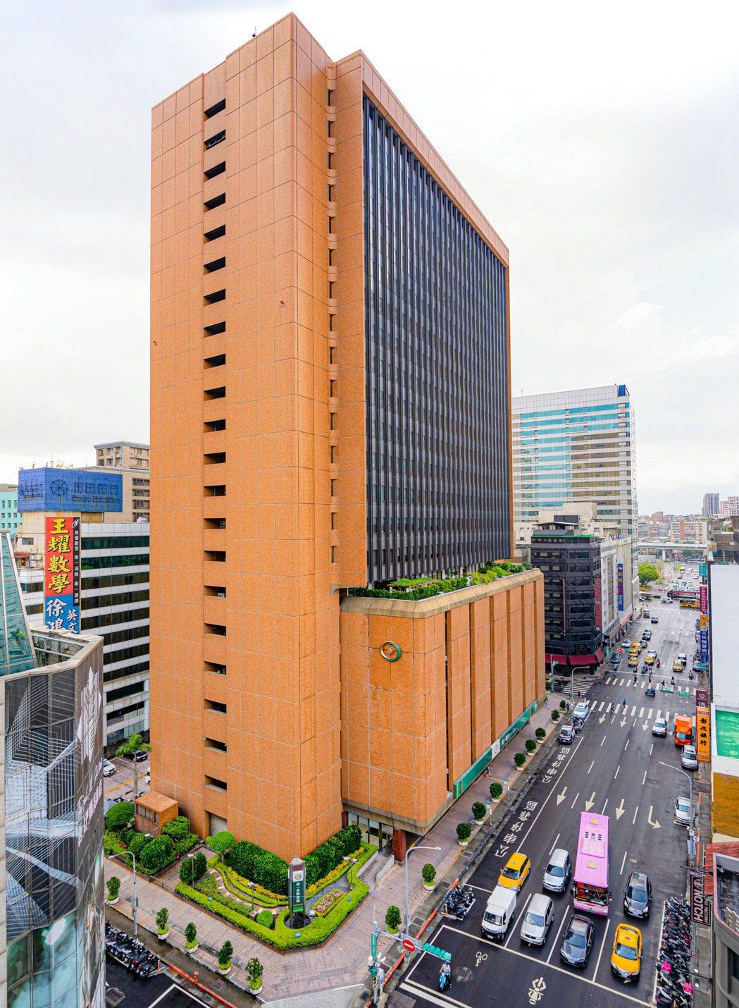 第一銀行宣布採購50噸國產鳳梨,以實際行動支持台灣農產品。報系資料照