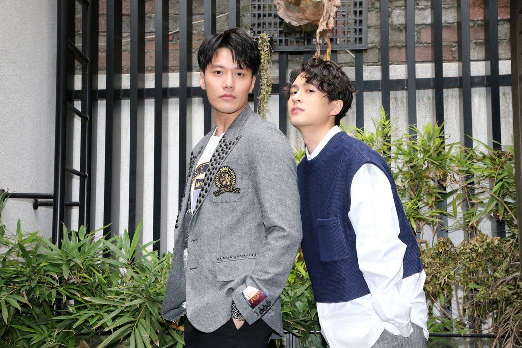 張睿家(左)與石知田在「永遠的第一名」、「第二名的逆襲」中湊對男男師生戀CP。記