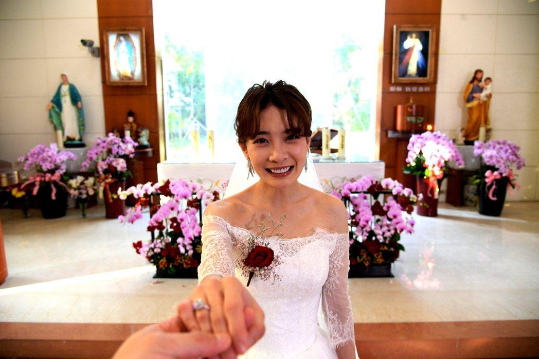 李亦捷劇中披婚紗。圖/三立提供