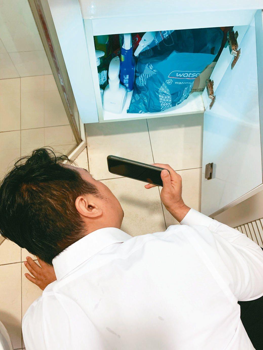 安新建經提醒看屋時需特別留意廁所洗手台下方有無積水痕跡。安新建經/提供