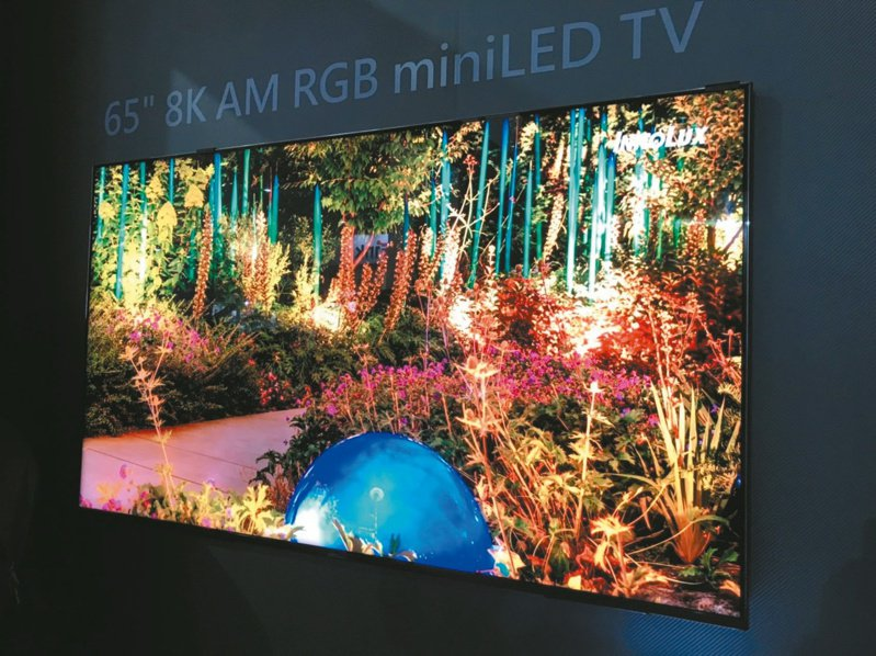 Mini LED背光電視今年將擴大普及,掀起全球電視市場新賽局,有望帶動友達、群創在此波高階電視面板更新潮的出貨利基。圖為群創65吋Mini LED電視面板。(本報系資料庫)