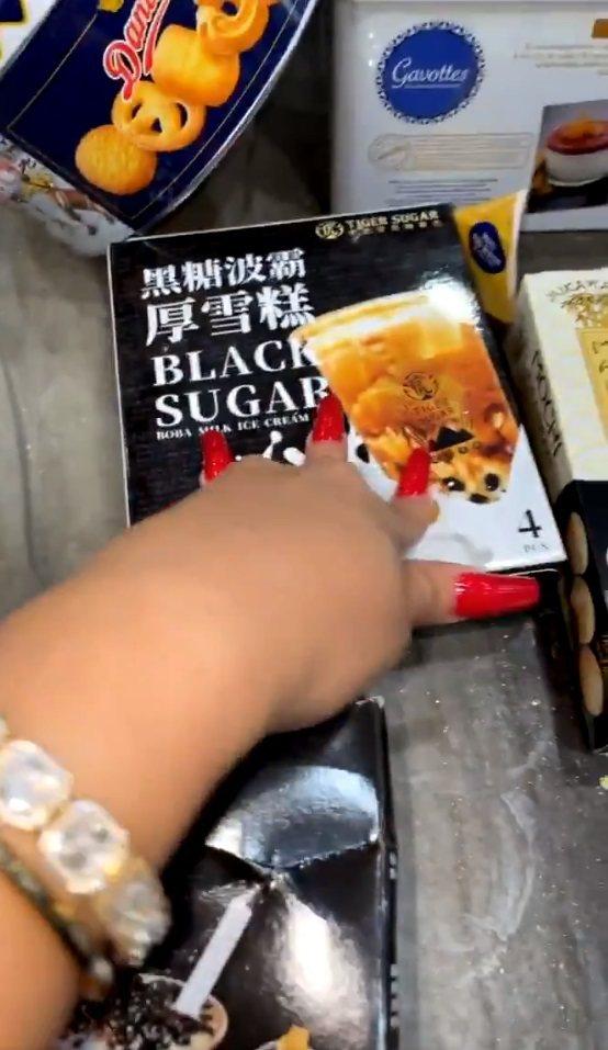 卡蒂B對台灣的黑糖波霸厚雪糕讚不絕口。圖/摘自twitter