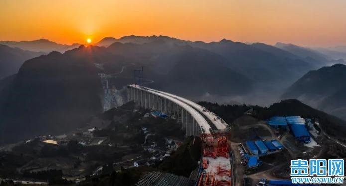 大陸「大發渠特大橋」順利通過專家組驗收,即將進入節段吊裝階段。(圖/取自貴陽網)