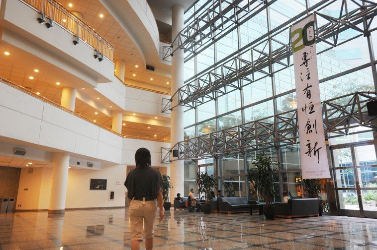 和信醫院寬敞明亮的大廳。記者陳正興/攝影