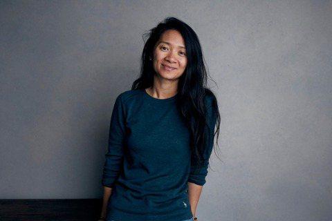 華裔女導演趙婷,去年因為執導大受好評的「游牧人生」拿下金球獎最佳導演獎,她同時也是首位華人女導演獲獎者,也是繼由李安之後,第二位拿下最佳導演獎的華人導演,繼由去年拿下威尼斯影展金獅獎之後,再創一紀錄...