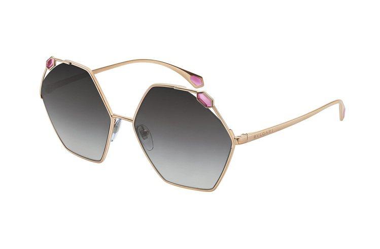BVLGARI Serpenti不規則形金屬太陽眼鏡,約23,100元。圖/寶格...