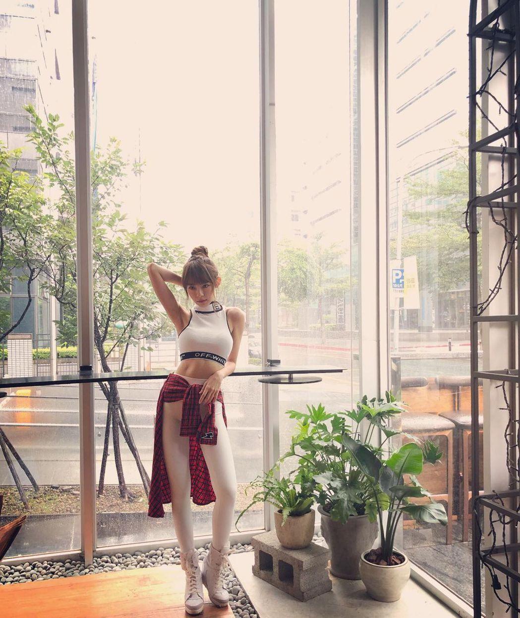 林明禎過去穿瑜伽褲時會運用搭配技巧,避免發生尷尬場面。圖/摘自IG