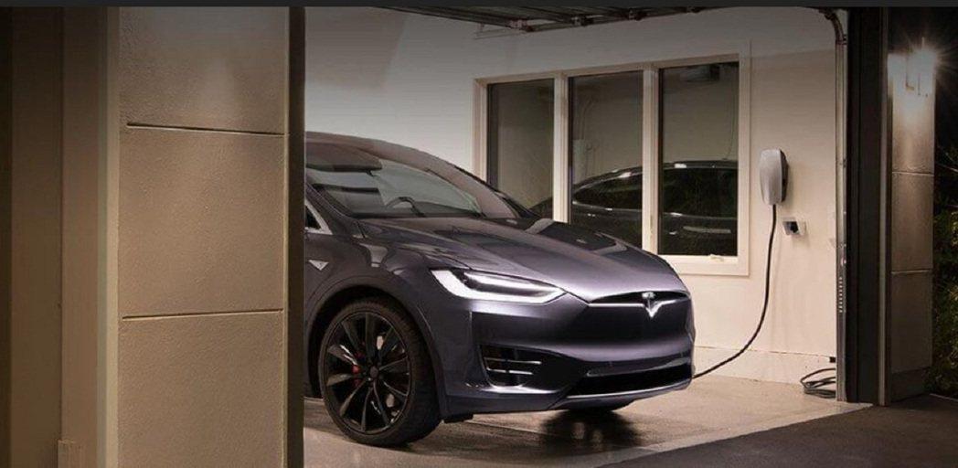 中國Tesla日前在經營範圍新增「新能源汽車換電設施銷售」等項目,圖為Tesla...