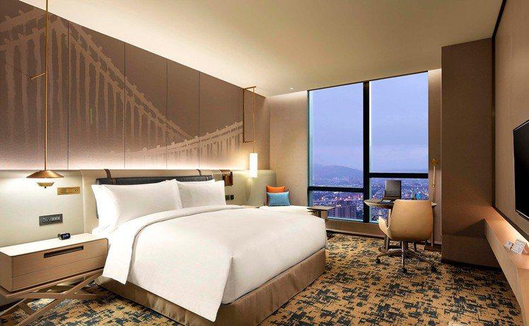 新板希爾頓等10餘間酒店,均可享買1送1入住優惠。圖/可樂旅遊提供
