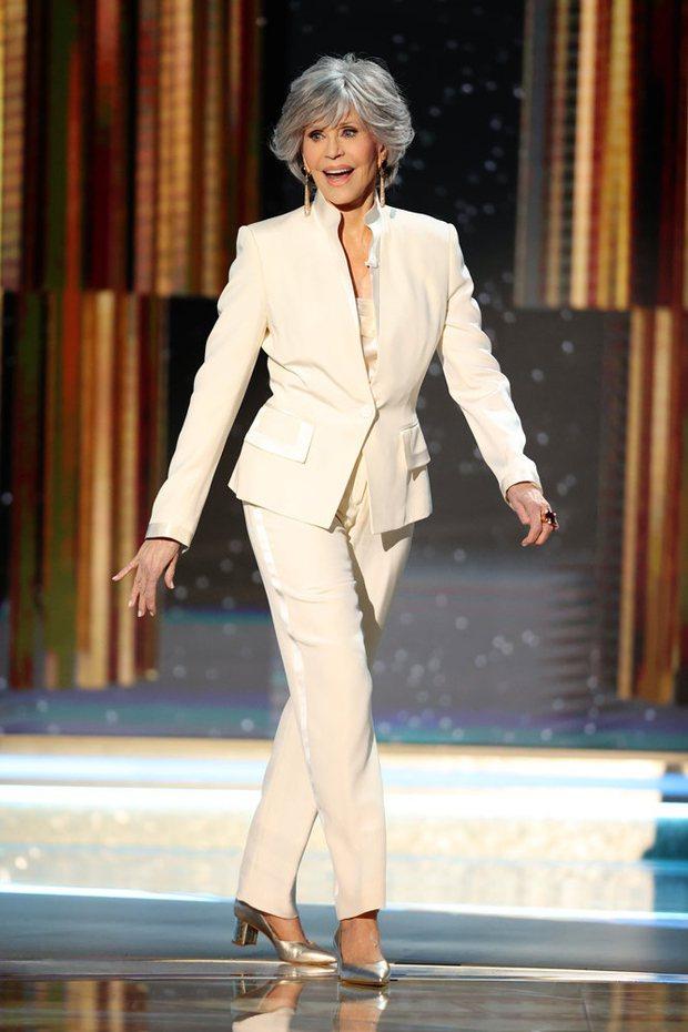 珍芳達再次堅持環保時尚理念,這身衣服依舊是從她衣櫃裡穿過的衣服中挑出來的。圖/摘...