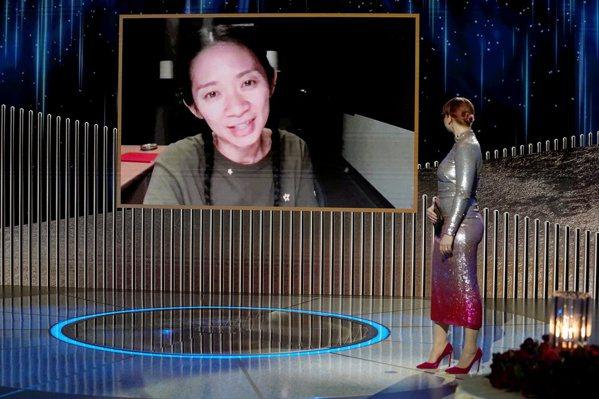 趙婷以《游牧人生》贏得金球獎最佳戲劇類導演。路透