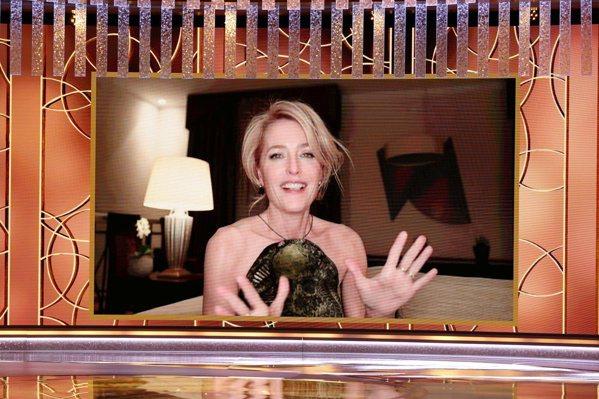 曾因《X檔案》名噪一時的吉蓮安德森,以《王冠》柴契爾夫人一角獲得最佳戲劇類女配角...