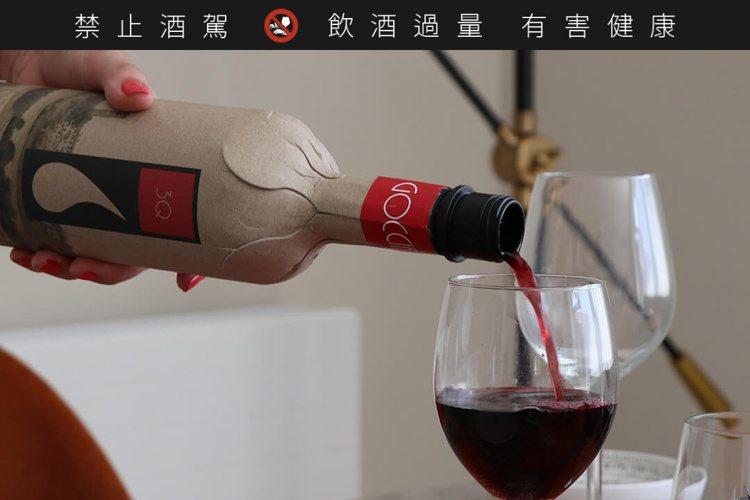 Frugalpac紙酒瓶在運輸與使用時,可降低破損率。圖/摘自Frugalpac...