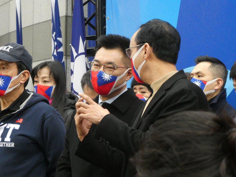 朱立倫(右)和江啟臣(中)都號稱是「知美派」,在這場主席選戰裡,兩人也不約而同地打起「美國牌」。圖/聯合報系資料照片