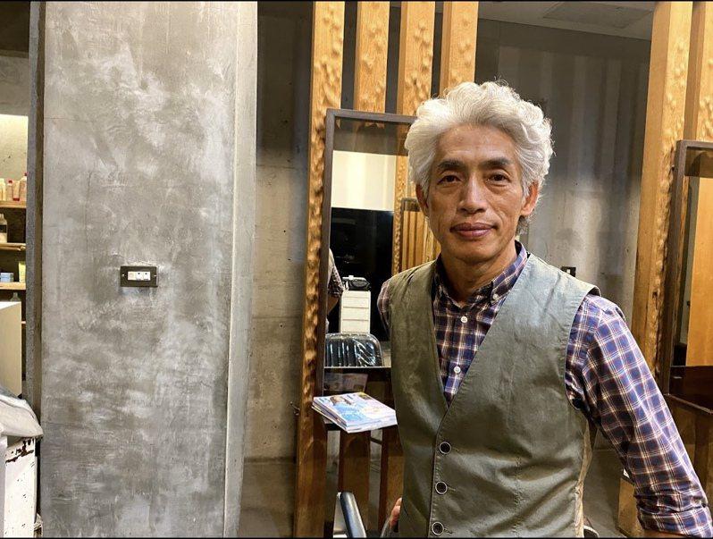 彰化市「品髮亦」負責人安迪是來自香港的美髮設計師,因品味獨特,多年來累積口碑。記者林宛諭/攝影
