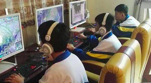 大陸全國政協副秘書長朱永新認為,制定未成年人健康遊戲方面統一的國家標準,並由國家...