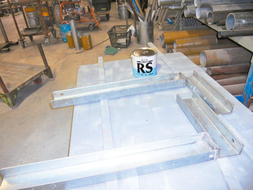 金屬製品使用ROVAL冷鍍鋅防鏽塗料,達到超級防鏽與美觀的效果。美力華/提供
