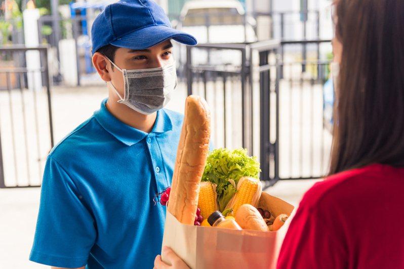 外送平台服務多元化,目前不只能送餐,還能送日常生活用品。示意圖/ingimage