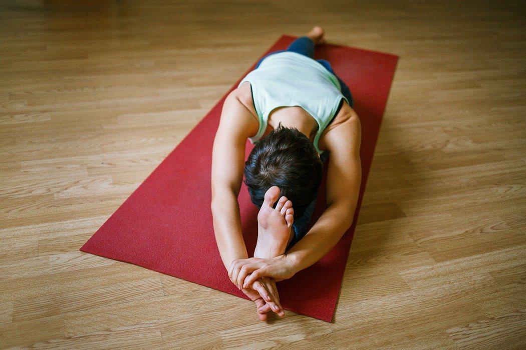 做伸展運動時,不要做到有不舒服的感覺。圖/Pixabay
