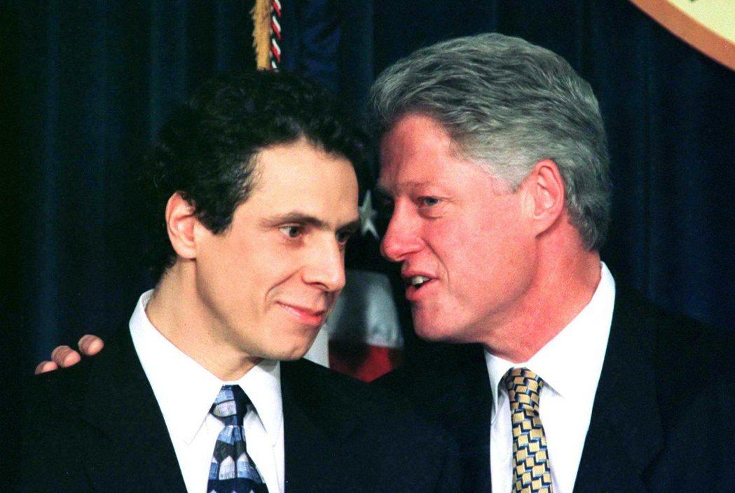 老古莫在1992年總統大選中,為柯林頓爭取民主黨提名有關鍵助刀,因此當選總統後,...