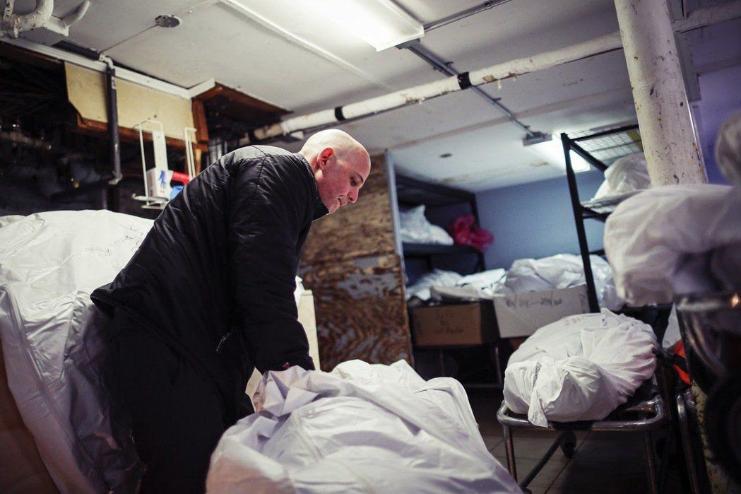 「...紐約州衛生部門所統計的養老院『實際死亡病例』,比州政府公告的數字高出50...