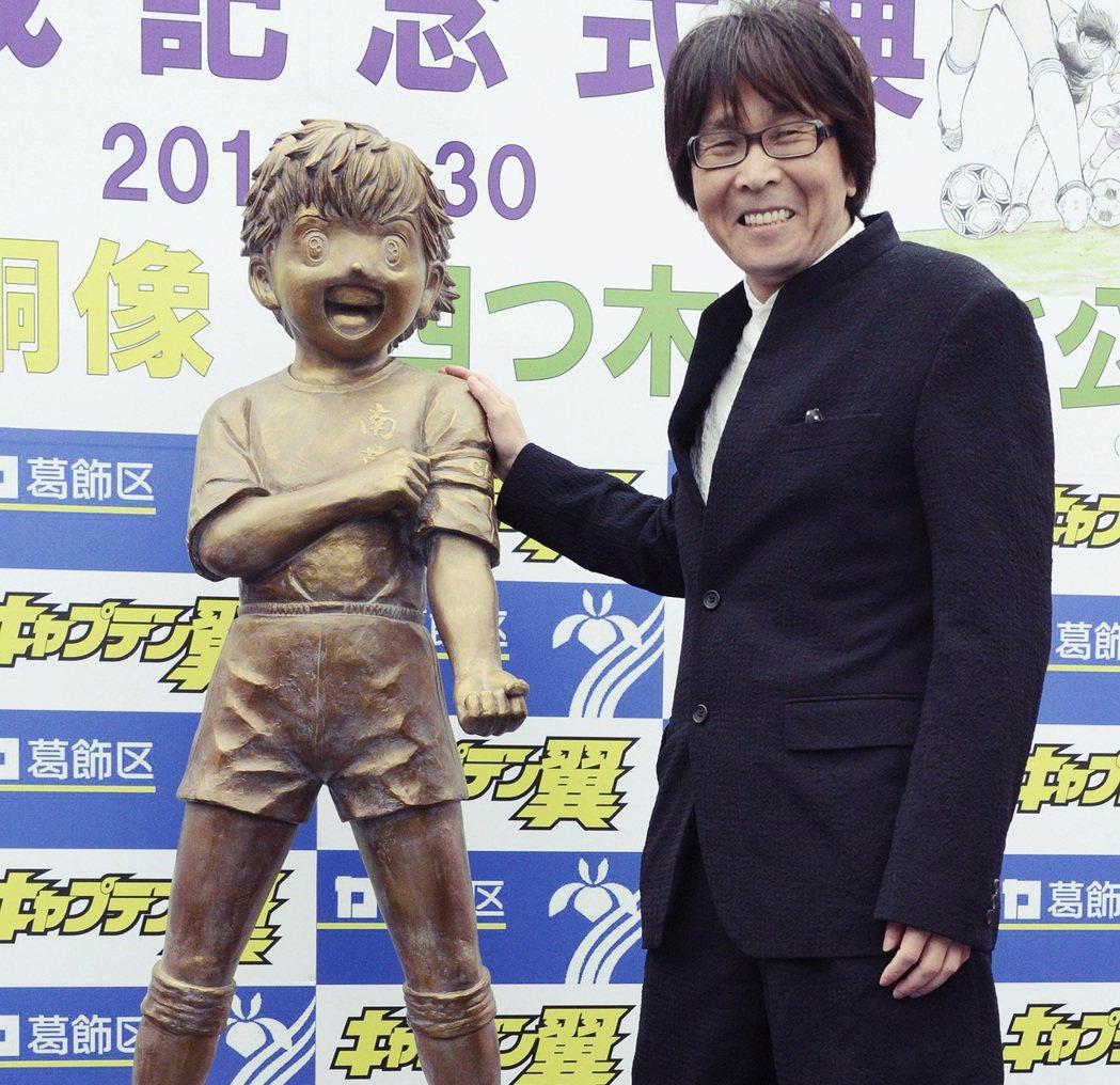 2013年高橋陽一出席大空翼的雕像揭幕典禮,設置在東京葛飾區。故事中大空翼所在的...