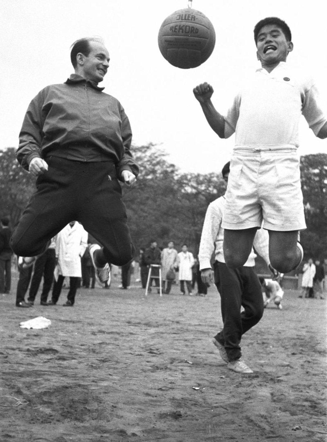 克拉默(左)與川淵三郎(右)。 圖/日本奧委會
