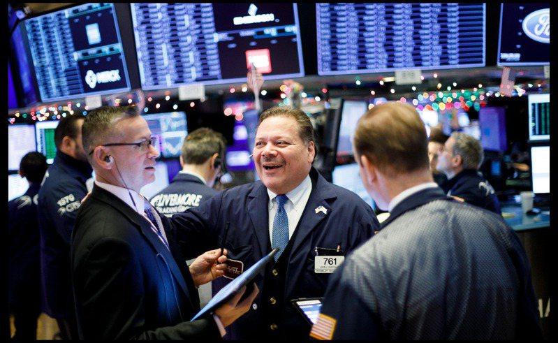 聯準會多次重申將維持寬鬆貨幣政策,對於股市而言仍為有利的情境,預期股市短線震盪無礙多頭格局。歐新社