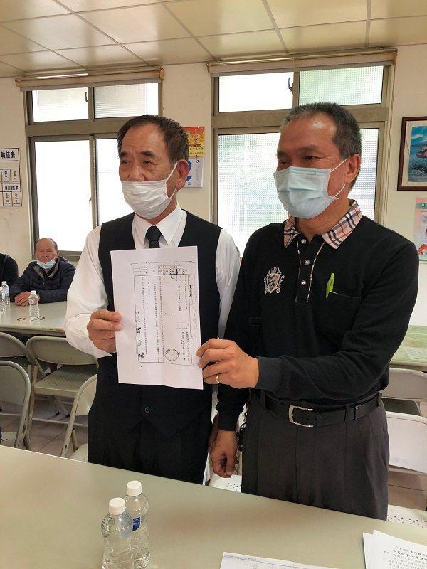 台中市家畜肉類商業同業公會理事長張國樑(左)、總幹事李渙文。 蔣佳璘/攝影