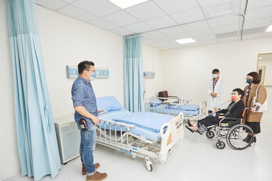翔聲國際醫療實景棚預留劇組所需的燈光及運鏡等空間,讓場景更符合拍攝團隊的需求。 ...