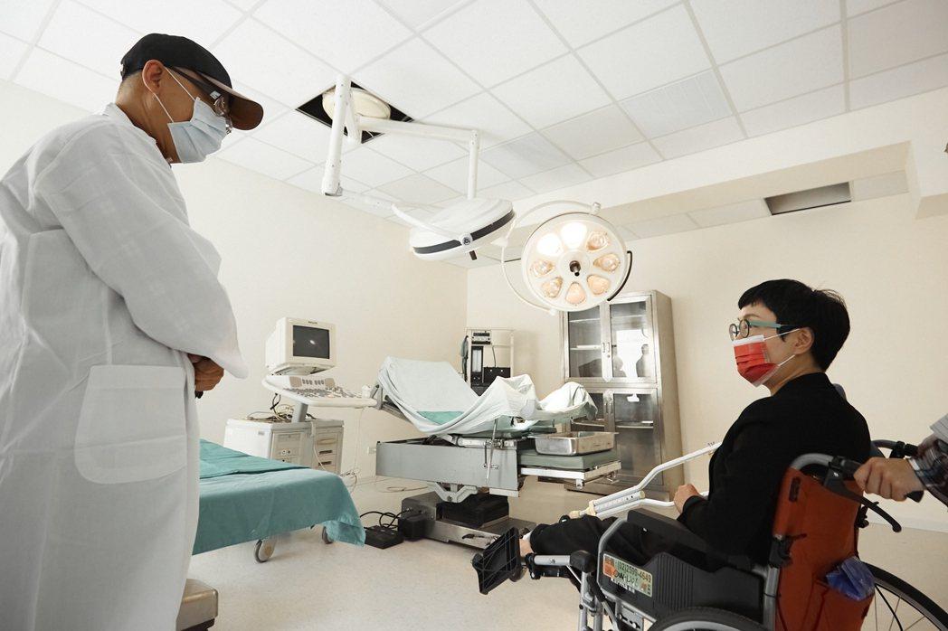 翔聲國際引進醫院實際使用規格的手術室等場景的醫院實景棚。 文策院/提供